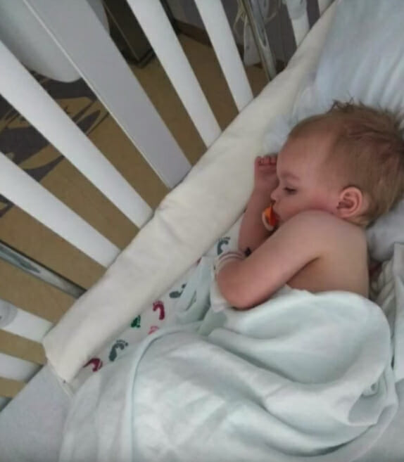 Rodiče chlapečka zavezli k lékaři, který mu předepsal populární lék na chřipku.