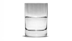 Profesor psychologie se zeptal, kolik váží sklenice vody. Odpověď byla životní l