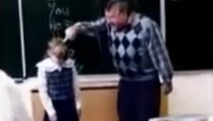 Agresivní učitel udeří holčičku do tváře, její reakce nemohla být lepší!!
