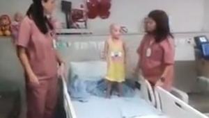 To, co tyto zdravotní sestry udělají se svou malou pacientkou byste nečekali