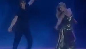 Patrick Swayze tančí se svou ženou Lisou na romantickou písničku Whitney Houston
