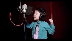 4letý chlapeček zpívající největší hit zpěvačky Whitney Houston? To musíte vidět