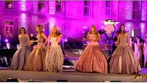 Nádherné vystoupení skupiny Celtic Woman! Ve třetí minutě videa budete mít husí