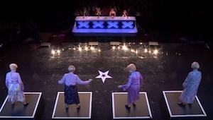 Čtyři starší dámy vstoupily na scénu, chvíli poté byli všichni v hlubokém šoku!