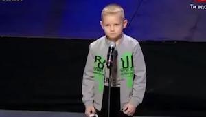 To mělo být další vystoupení v programu, ale chlapec udělal něco, co nikdo neček
