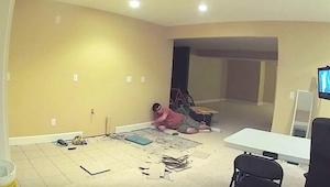 Její manžel začal tajný projekt v suterénu domu. O 20 dní později ji požádal, ab