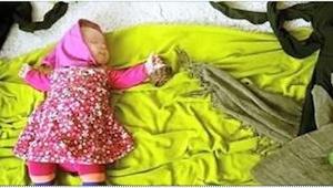 Když její dceruška usíná, ona popadá fotoaparát ... Určitě se podívejte na ty úž
