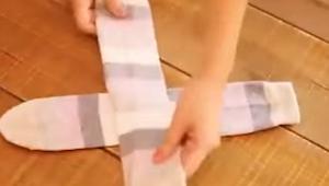 Šikovný způsob jak skládat ponožky! Podívejte se jak snadné to je!