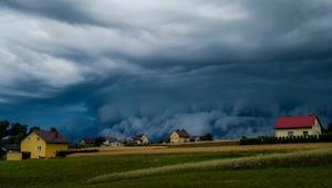 Přišla strašlivá bouřka a pak pořídil pár záběrů... výsledné fotografie jsou DEC