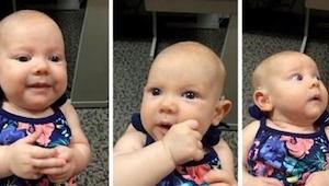 Díváte se na 3měsíční Anabelle, která uslyší poprvé v životě. Její reakce v 50.