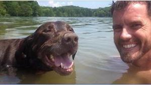 Nečekal nic špatného, když hladil svého psa, ale když najednou pocítil TO, cítil