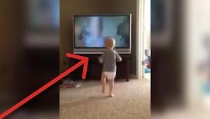 Chlapeček viděl film Rocky už nespočetně mnohokrát! Sledujte, co dělá během scén