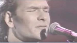 Když se v roce 1990 na scéně nečekaně objevil Patrick Swayze, zazpíval TOTO a v