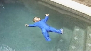 Jejich dítě spadlo do bazénu. Z toho, co se stane později, vám ztuhne krev v žil