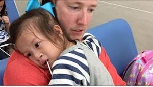 Rodiče zničili jednomu dítěti život po tom, co adoptovali holčičku z čínského si