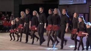 12 sourozenců začne tančit, a když do toho ještě začnou hrát... Úžasné!