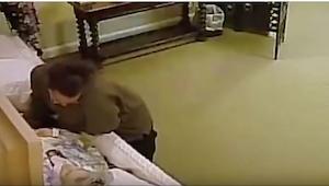 Její matka ležela v rakvi. To, co zaznamenala kamera, nahání hrůzu! Taková drzos