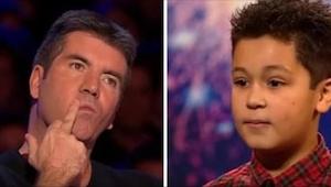 Chlapec měl slzy v očích, když Simon jeho vystoupení přerušil. Řekl mu, ať si vy