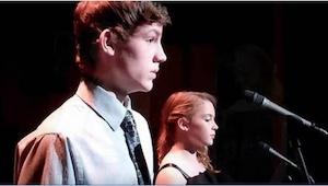 Společně zpívají píseň The Prayer. Když ale začne zpívat chlapec, budete překvap