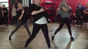 Tento tanec je hitem internetu a vůbec se tomu nedivíme!