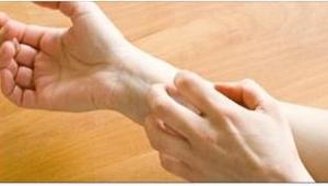 Svědí vás pokožka na celém těle? Neuvěříte, čeho je to příznak!