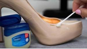 Nanesla malé množství vazelíny na své oblíbené boty. To, co se stalo pak, je fan