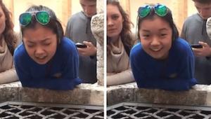 Náctiletá dívka zpívá Hallelujah do studny v Itálii, zní jako anděl!
