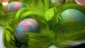 Malovaná vejce pomocí pěny na holení. Výsledek je překrásný!