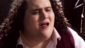 Tenor zpíval píseň Hallelujah a stal se hitem internetu. To musíte slyšet!
