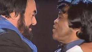Zcela odlišné hlasy zní dohromady úžasně! Poslechněte si duet Luciana Pavarottih