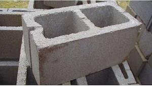 Máma koupila spoustu betonových bloků za neobyčejným cílem. Z výsledku byli všic