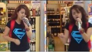 Když začala zpívat v nákupním centru, všechny dostala!