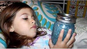Každé dítě by mělo mít ve svém pokoji zavírací sklenici plnou třpytek. Neuhodnet