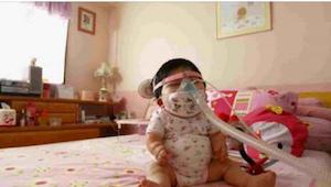 Umřela 17letá dívka uvězněná v těle miminka. Její příběh stojí za přečtení.