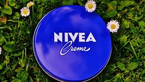 Krém Nivea používá spousta lidí každý den a nemá tušení, jaké jsou jeho vlastnos