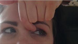 Lékař jí každý den doporučil cvičit několik jednoduchých cviků na oči. Opravdu f