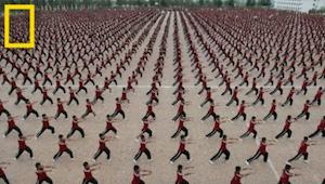Ve chrámu Shaolin Kung Fu se učí 36 000 dětí. Podívejte se, jak vypadá jejich ži