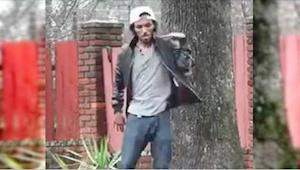 Mladý muž tančí na ulici. Od jeho noh nebudete moci odtrhnout oči!