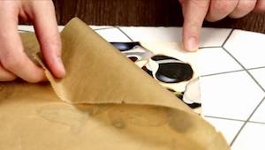 Pokud přežehlíte plastovou tašku a kousek látky, budete překvapeni. Vytvoříte ně