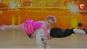 Nejdřív si publikum myslelo, že tyto děti budou roztomile tančit. Už za okamžik
