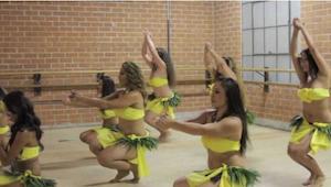 Tento úžasný tahitský tanec způsobí, že i vy začnete vrtět boky!