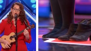 Dívka se přihlásila do talentové soutěže a na scéně si zula boty. Důvod? K nevíř