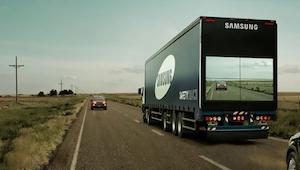 Chtěl předjet kamion, ale to, co uviděl na zadní časti, způsobilo, že okamžitě z