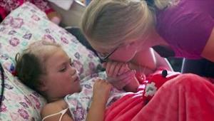 Rodiče se loučí se svou umírající dcerou. V tom jim ona řekne 5 slov, která by o