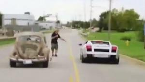 Když vyzval řidič VW Beetle na závod řidiče Lambourhini, nikdo nečekal, co za ok