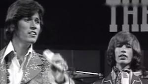 Tento hit z roku 1967 nás nikdy neomrzí… Poslechněte si kultovní Bee Gees!