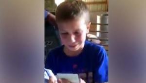 Tento 9letý chlapeček se vzorně učil a těžko pracoval na rodinné farmě. Jako pod
