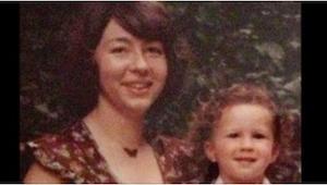 Matka nutila svého náctiletého syna, aby ejakuloval do kelímku. O 22 let později