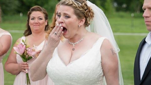 40letá nevěsta nechala mezi hosty jednu prázdnou židli pro zesnulého syna. Když