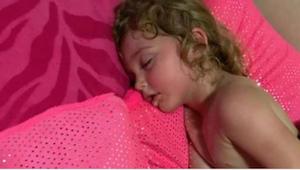 Myslela, že její dcerka sladce spí, když jí chtěla vzbudit, věděla, že se blíží